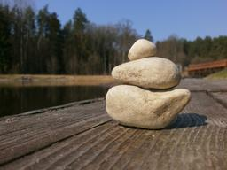 img dngrin-Pebbles_Augustow_Canal.jpg